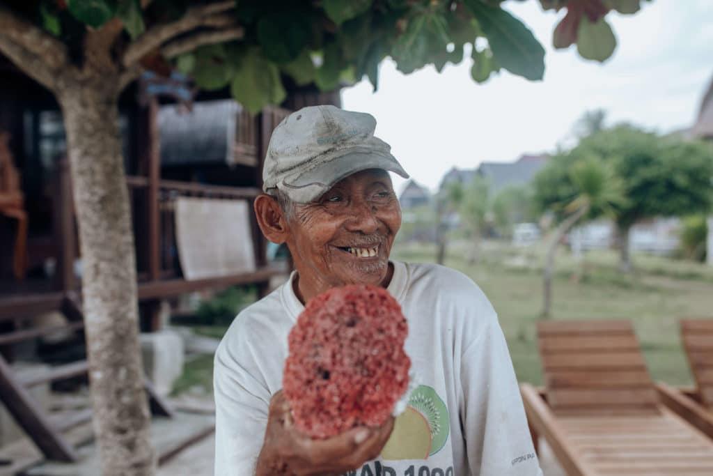 Bali-man-red-coral