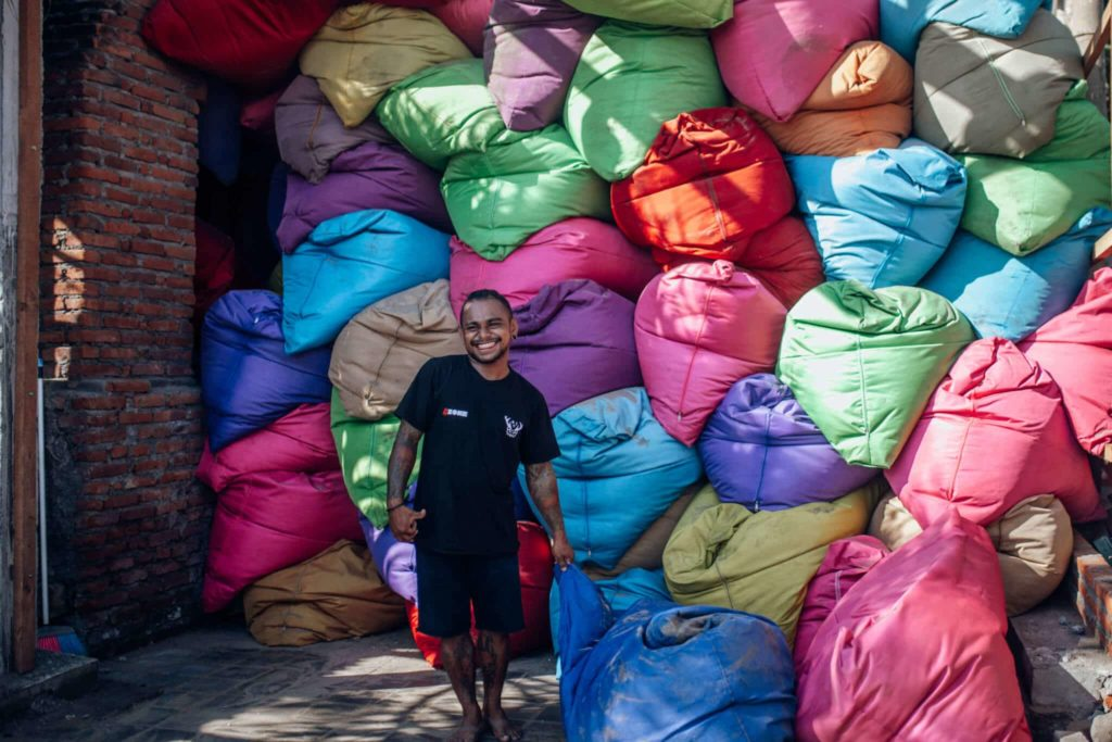 bali-nusa-lembonwan-coloured-puffs