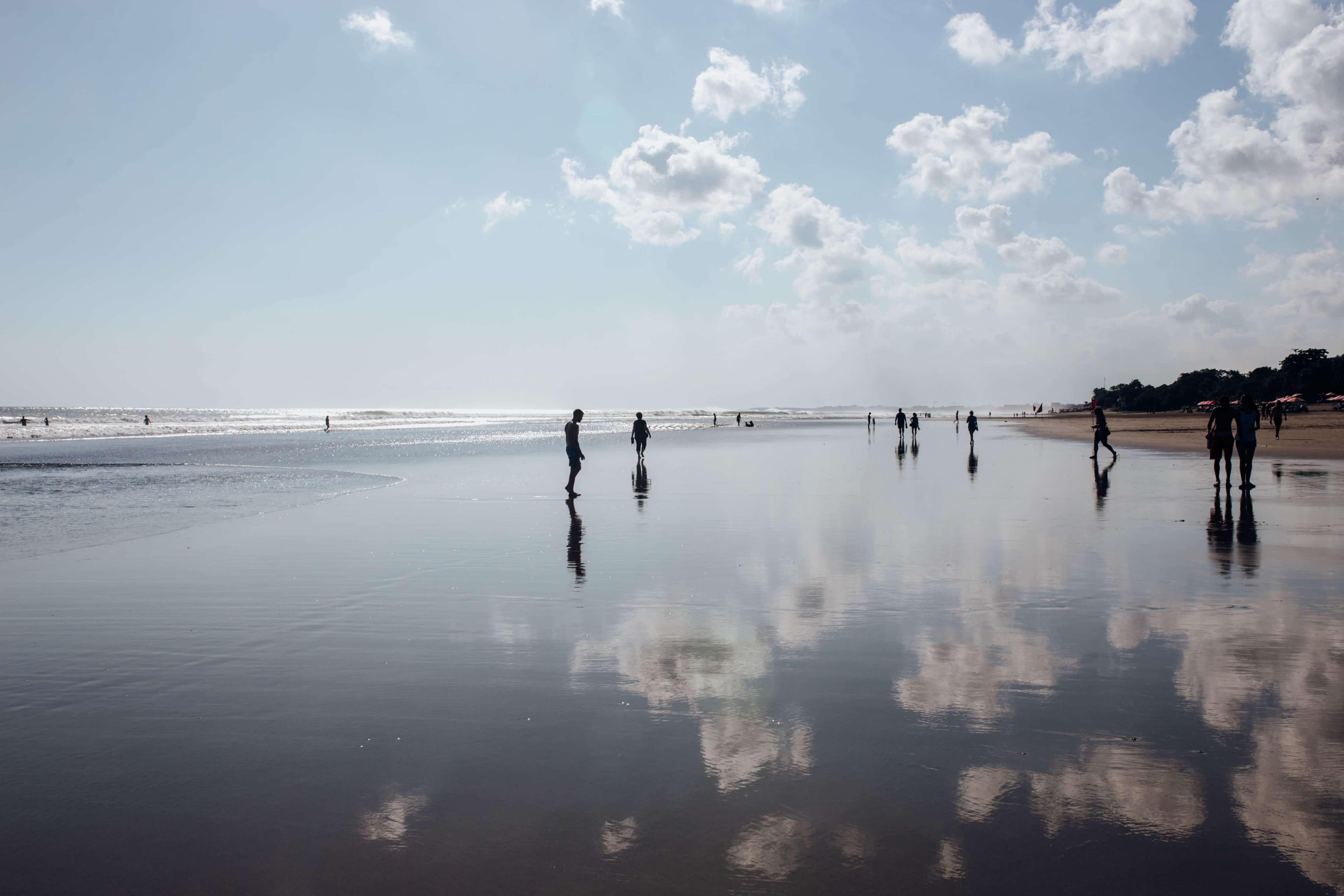 bali-nusa-lembonwan-beach-reflections