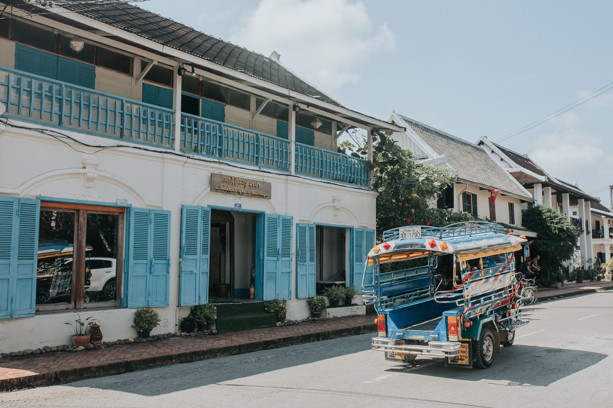 One week in Laos - Luang Prabang - Tuk tuk in front of colonial house